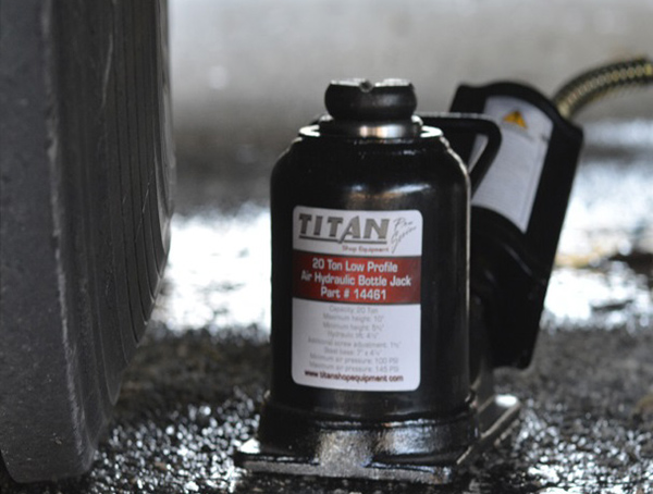 Image for TITAN 20 TON AIR/HYDRAULIC BOTTLE JACK