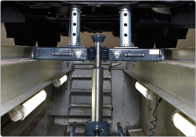 Image for AC HYDRAULIC TELESCOPIC SUPPORT BRIDGE FOR HEAVY DUTY JACKING BEAMS/PIT JACKS